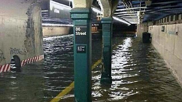 Ht_sandy_new_york_flooded_subway_tunnel_ll_121030_wg