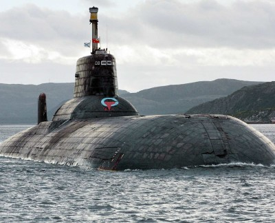 A-russian-submarine-may-have-nearly-capsized-a-fishing-boat-in-the-irish-sea-400x324